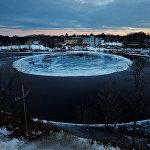 Гигантский вращающийся ледяной диск на реке Преспумскот