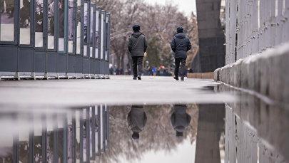 Сотрудники правоохранительных органов в Бишкеке. Архивное фото