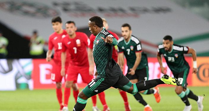 В конце первой пятнадцатиминутки после очень сомнительного пенальти арабская команда вышла вновь вперед — 3:2