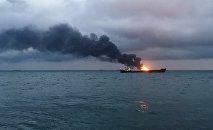 Два судна под флагом Танзании горят в районе Керченского пролива.