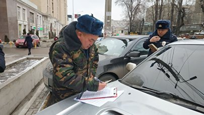 В Бишкеке начались рейды по выявлению авто с незаконной тонировкой