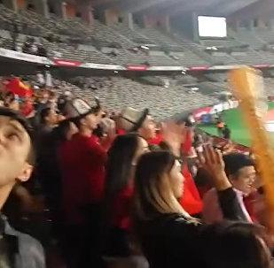 Кучакташып ыйладык... Футболду Абу-Дабиден көргөн мекендештердин видеосу