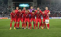 Сборная Кыргызстана по футболу во время раунда 16-го тура Кубка Азии по футболу между командой ОАЭ, который проходит на стадионе Zayed Sports City в Абу-Даби 21 января 2019 года.