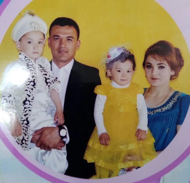 Полузащитник сборной КР Турсунали Рустамов с семьей