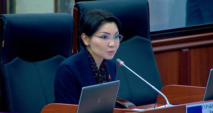Жогорку Кеңеш уят болдук! Депутаттар жаңы кодекстер тууралуу. Видео