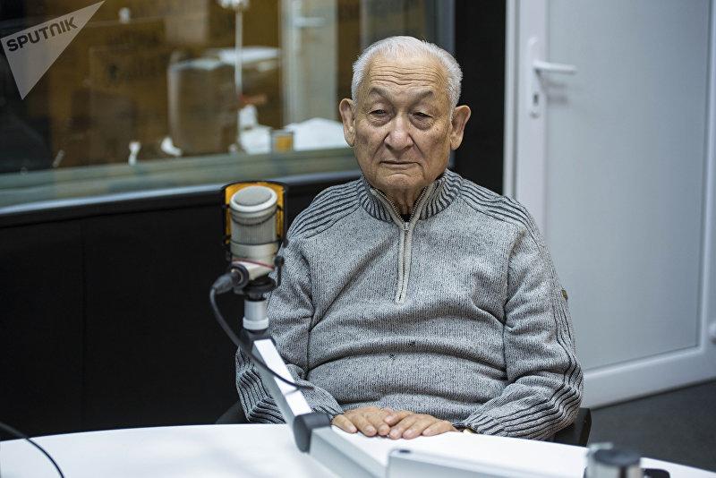 Доктор медицинских наук, профессор Эрнст Акрамов во время беседы на радио Sputnik Кыргызстан