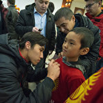 Кыргызстандын футбол командасы 24-январда Азия кубогунан Бишкекке учуп келди. Аларды аэропорттон журналисттер менен күйөрмандар тосуп алды. Фанаттар футболчуларды сүрөп, кол тамгаларын алышты.