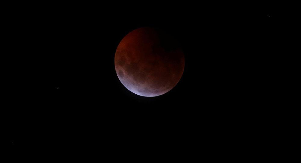 Лунное затмение. Архивное фото