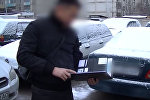 Финпол: налоговики вымогали у кыргызстанца Mercedes, их задержали. Видео