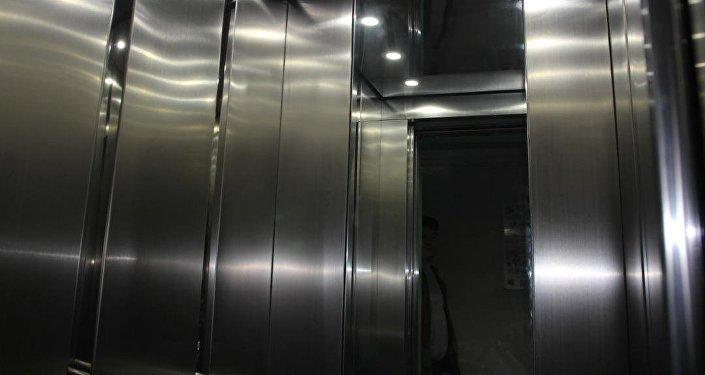 Эски лифттер өзүнүн иштөө мөөнөтүн толугу менен өтөп, үйлөр жаңылана турчулардын тизмесине кирген.