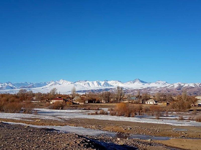 Вид на село Кызыл-Добо в Кочкорском районе