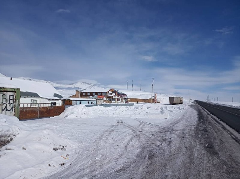 Дома у дороги Бишкек-Ош в долине Суусамыр
