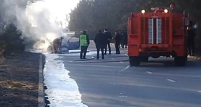 На трассе Бишкек — аэропорт Манас сгорел автомобиль. Видео с места