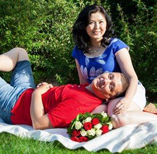 Менеджер сети магазинов в Тулузе (Франция) Ширин Джунусова с супругом