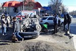 Последствия ДТП на пересечении улиц Фрунзе и Уметалиева в Бишкеке