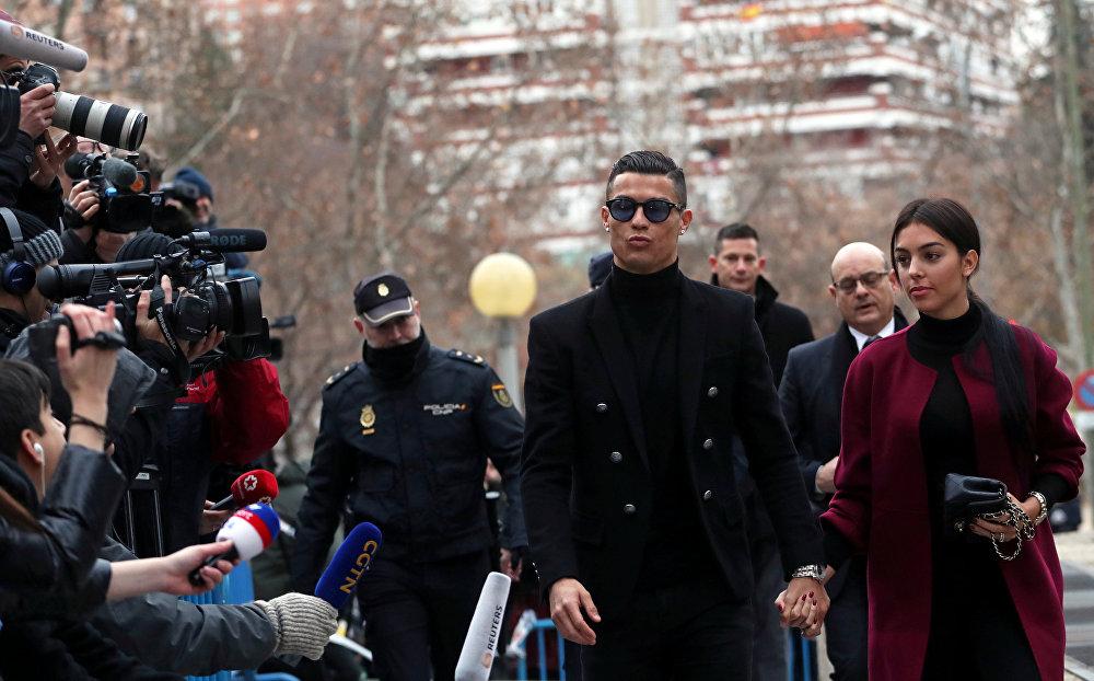 Суд над нападающим сборной Португалии и туринского Ювентуса Криштиану Роналду