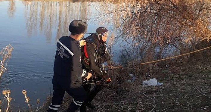 Сегодня в 8.50 на поиски ребенка вышли шесть сотрудников МЧС, но тело обнаружили родные девочки в 7.00.