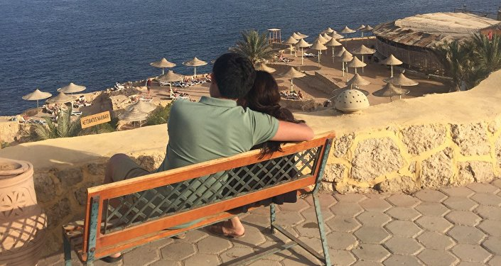 Кыргызстанец Адилет Ногойбаев с супругой во время отпуска в Египте