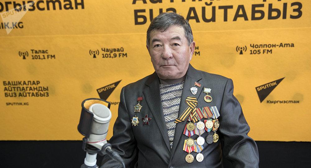 Подполковник в отставке, кавалер ордена Красной Звезды Мирбек Усенов во время беседы на радио Sputnik Кыргызстан