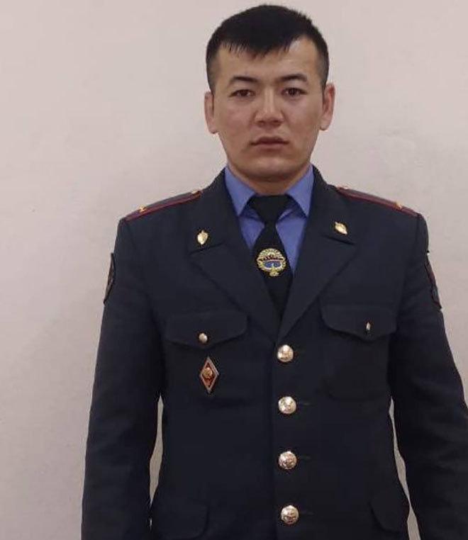 Участковый инспектор милиции ГОМ-4 УВД Октябрьского района Мыктыбек Мурзабеков