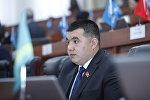 Архивное фото депутата ЖК Урмата Самаева на заседании