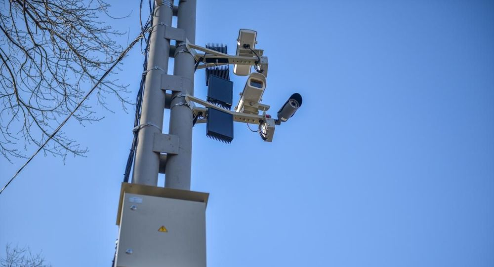 Камера видеофиксации на одном из дорог Бишкека. Архивное фото