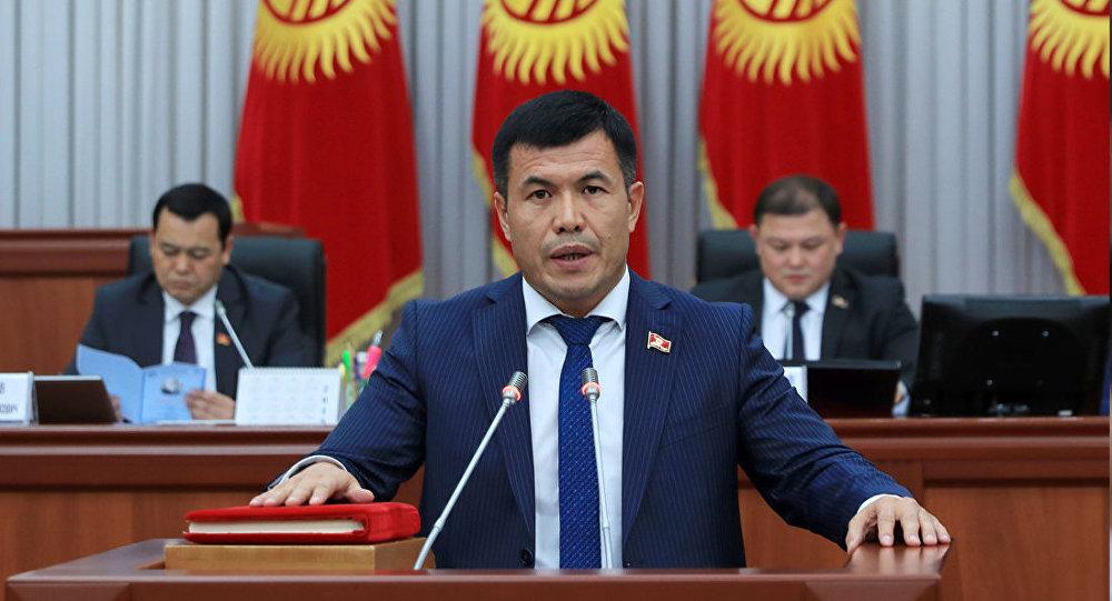 Депутат Өмүрбек Бакиров. Архив