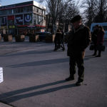 Фигуры невидимых детей, установленные в Бишкеке, призваны привлечь внимание общественности к проблемам незарегистрированных детей