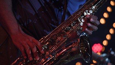 Саксофонист. Архивное фото