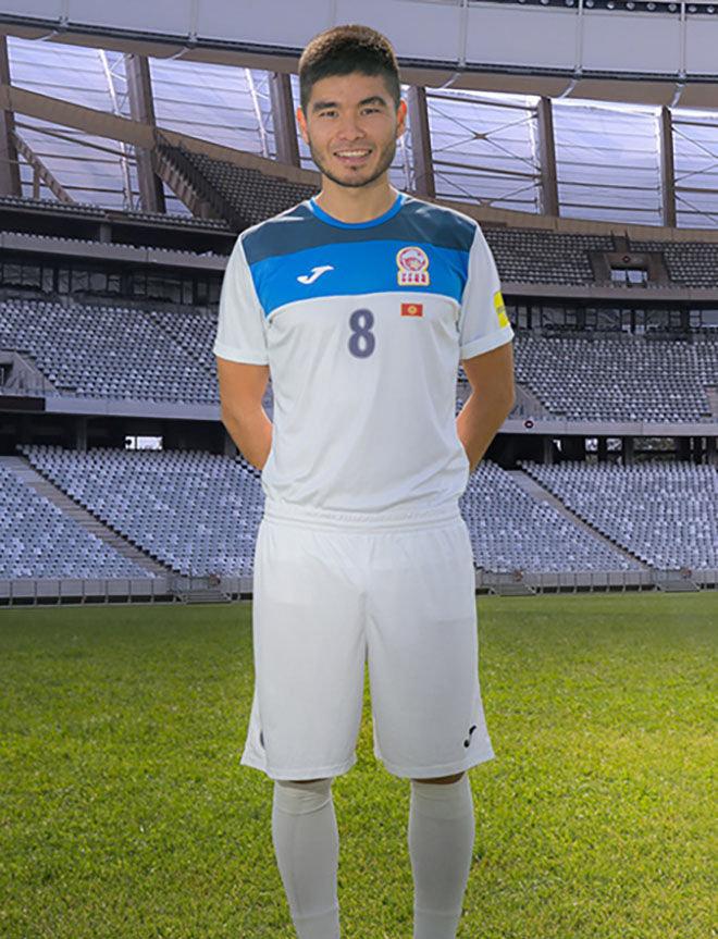 Полузащитник сборной Кыргызстана по футболу Азиз Сыдыков
