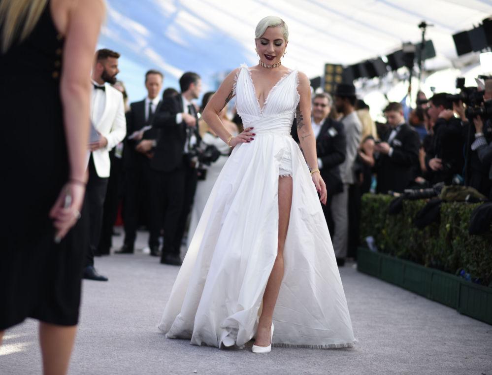 Актриса и певица Леди Гага на церемонии вручения премии Гильдии киноактеров США