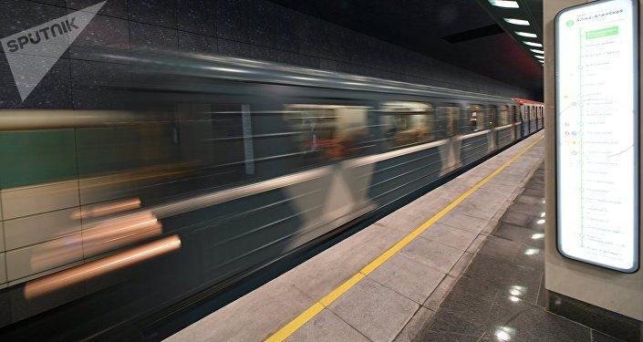 Травмы попавшего под поезд метро