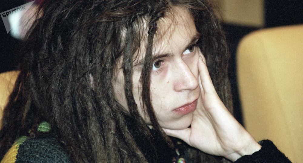 Децл каймана аты менен таанылган Россиянын белгилүү рэпери Кирилл Толмацкий. Архивдик сүрөт