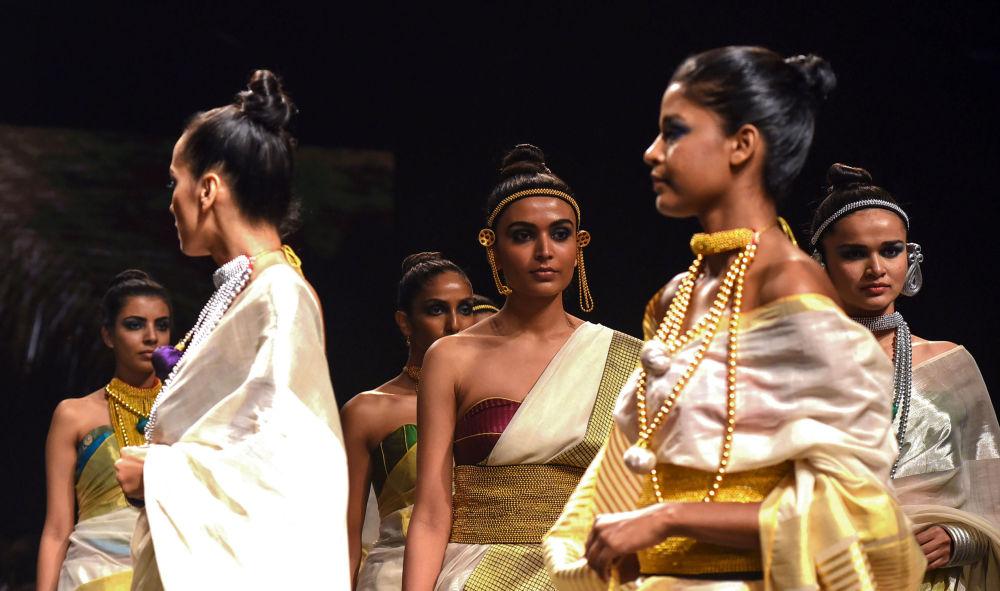 Дизайнер Anka в своих работах использует традиционные индийские украшения