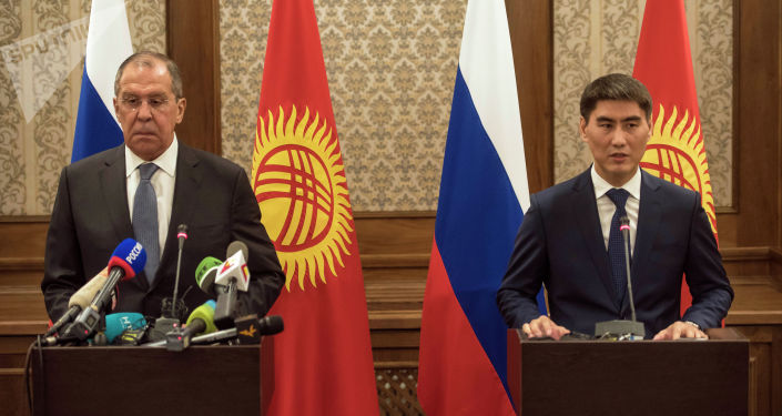 Министры иностранных дел Кыргызстана Чингиз Айдарбеков и России Сергей Лавров во время пресс-конференции