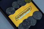 Монеты и логотип ОсОО Мобильник на экран смартфона