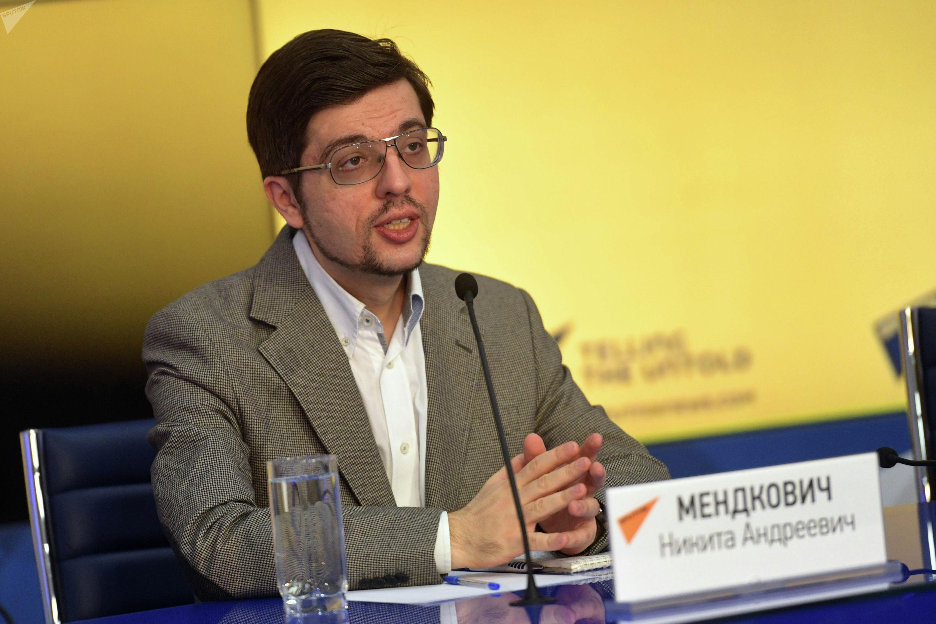 Политолог, председатель Евразийского аналитического клуба Никита Мендкович на пресс-конференции организованного МИА Россия сегодня.