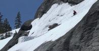 АКШдагы асканын боорунан секирем деп жыгылган лыжачы аман-эсен калды.