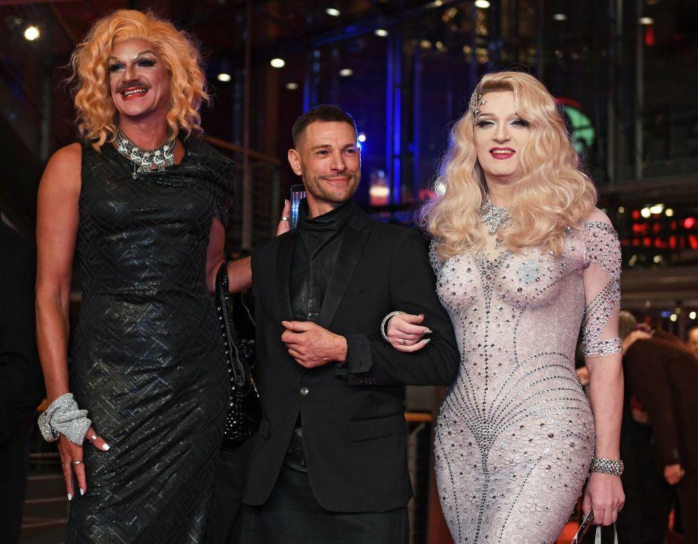 Актеры Глория Виагра (слева) и Шейла Вольф (справа) на красной дорожке церемонии открытия 69-го Берлинского международного кинофестиваля Берлинале - 2019.