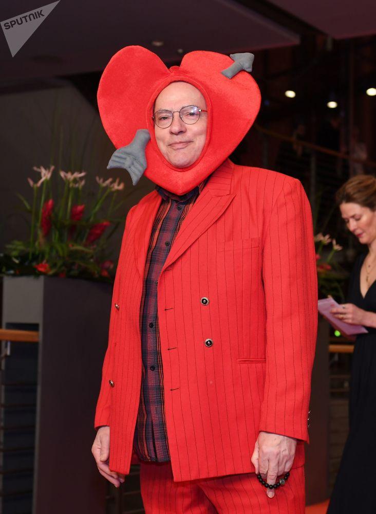Немецкий кинорежиссер, сценарист, продюсер, актер Роза фон Праунхайм на красной дорожке церемонии открытия 69-го Берлинского международного кинофестиваля Берлинале - 2019