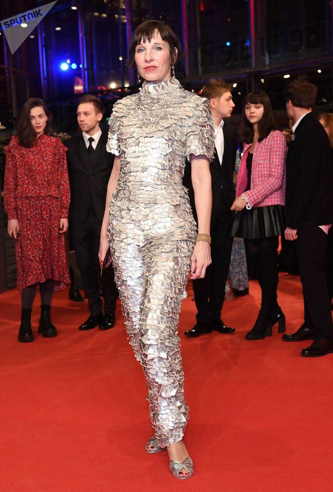 Немецкая актриса Мерет Беккер на красной дорожке церемонии открытия 69-го Берлинского международного кинофестиваля Берлинале - 2019.