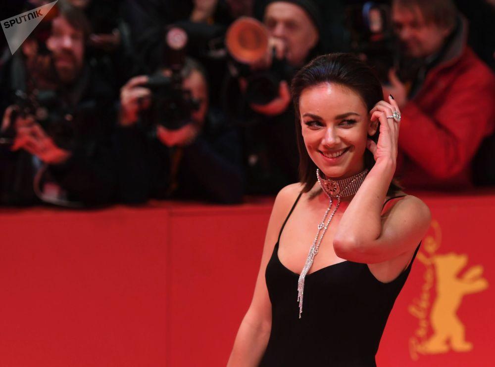 Актриса Янина Узе на красной дорожке церемонии открытия 69-го Берлинского международного кинофестиваля Берлинале - 2019.