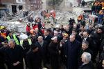 Президент Турции Тайип Эрдоган на месте рухнувшего жилого здания в Стамбуле, Турция, 9 февраля 2019 года