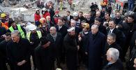 Түркиянын президенти Режеп Тайип Эрдоган Стамбул шаарынын Картал районунда урап түшкөн үйдөн маркум болгондордун сөөгүн жерге берүү зыйнатында