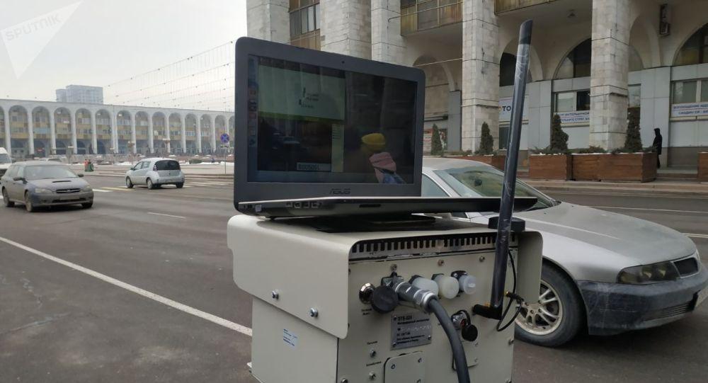 Вега компаниясынын өкүлү Сергей Долгополов Sputnik Кыргызстан агенттигинин кабарчысына аймактарга орнотулган Автокайгуул радар комплекси кантип иштээрин түшүндүрүп берди