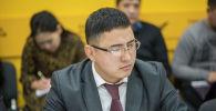 Заведующий отделом политики регионального развития Министерства экономики Мирбек Калмырзаев во время круглого стола в пресс-центре Sputnik Кыргызстан