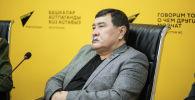 Руководитель совета ветеранов Боевое братство генерал-полковник Абдыгул Чотбаев во время видеомоста в пресс-центре Sputnik Кыргызстан