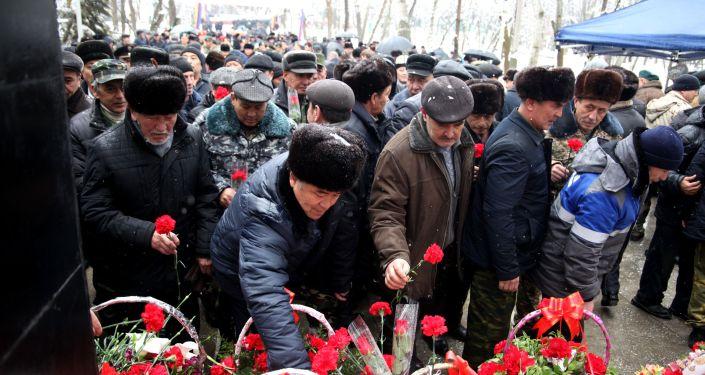 Мероприятие началось с возложения цветов к Вечному огню, также был дан залп в память о погибших