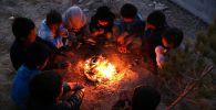 Афганистандын Газни аймагынан качкан балдар. Архивдик сүрөт