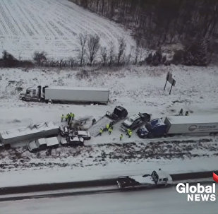 Появилось видео массовой аварии в США, где разбились 50 машин